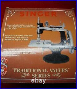 Nib New Rare Antique Vintage Singer 20 K-20 Toy Small Child Sewing Machine 1990